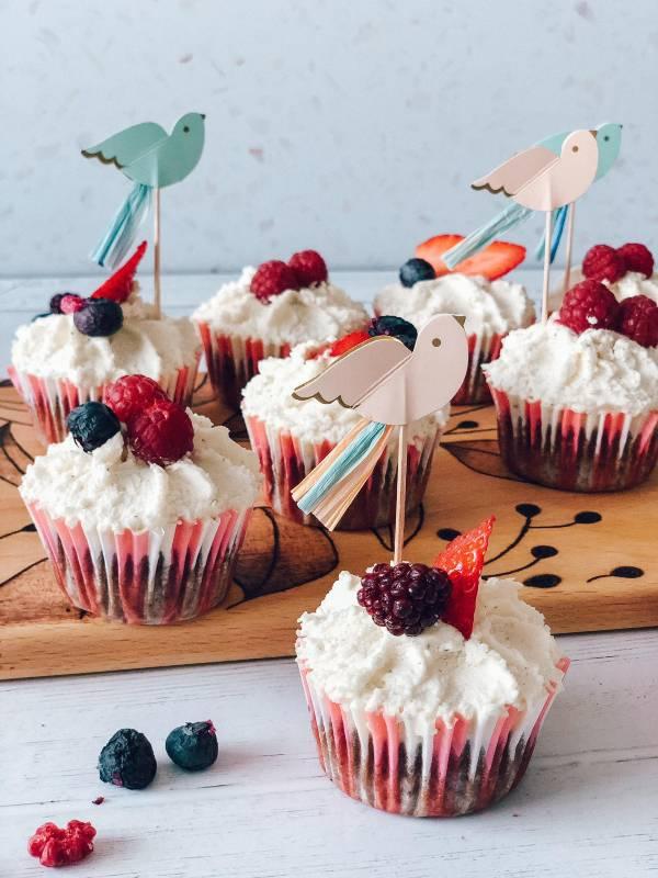 Čokoladni cupcakesi s puhasto vanilijevo kremo Emazing Creations