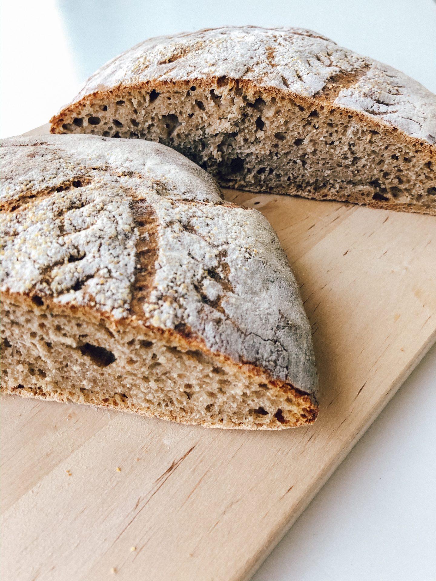 Peka kruha z drožmi - pirin polnozrnat hlebec