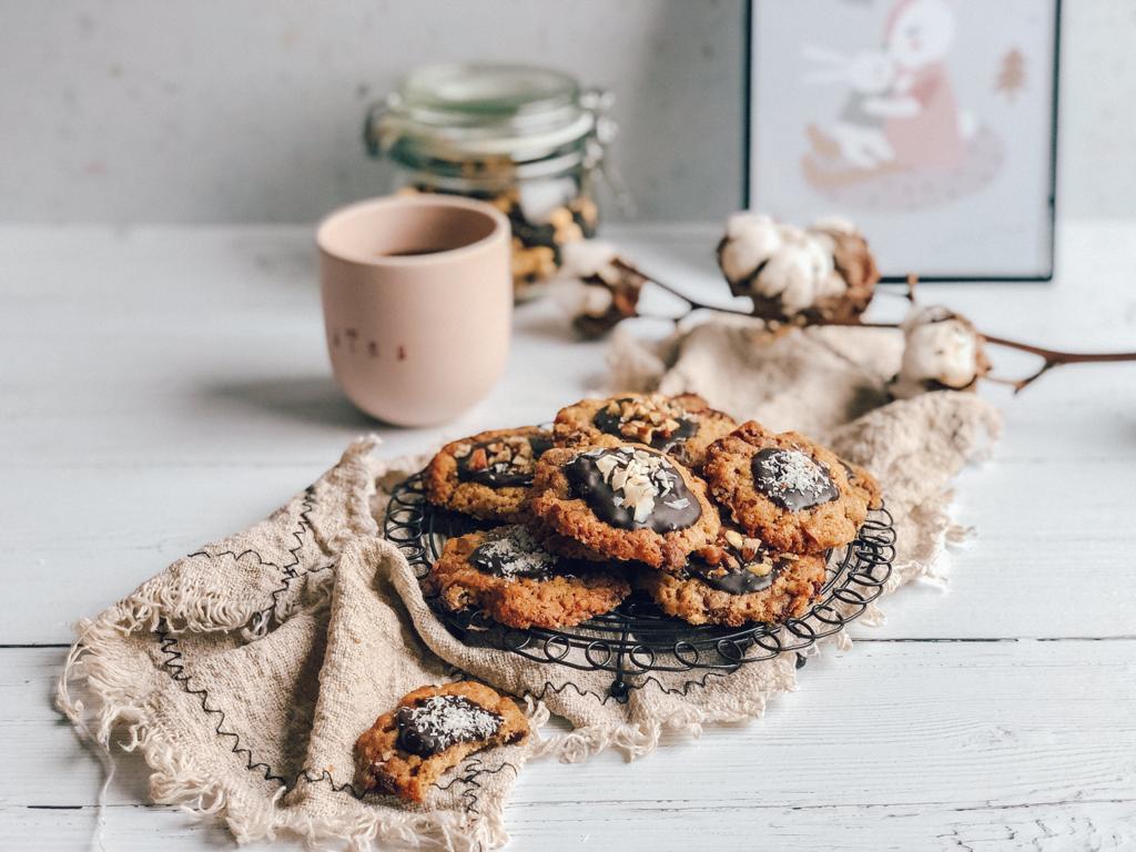Praznični piškoti z mandlji in čokolado