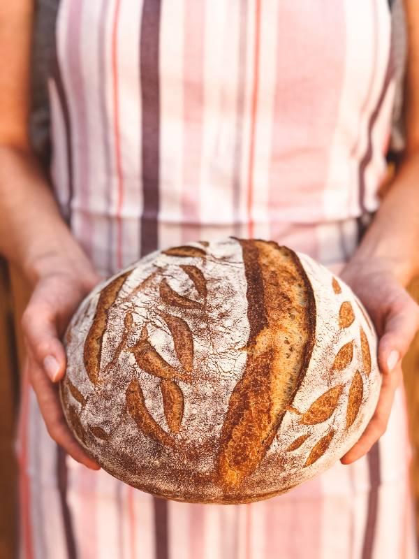 Domač kruh z drožmi